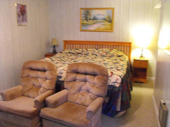 Sunnyside Motel & Cottages : Sleeping area - King