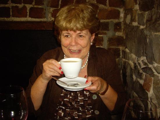 Freddy's Bistro: Enjoying coffee