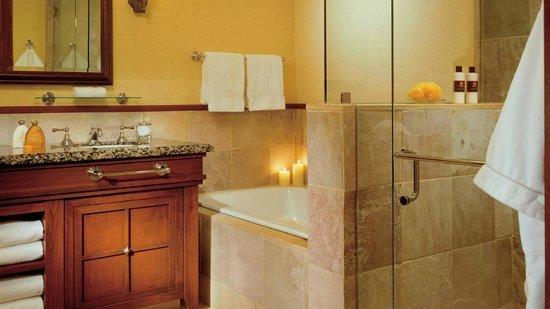 Four Seasons Resort and Residences Whistler: Bathroom