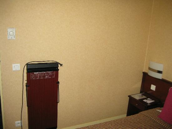 Classics Hotel Parc des Expositions: wall iron