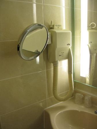 Classics Hotel Parc des Expositions: Bathroom