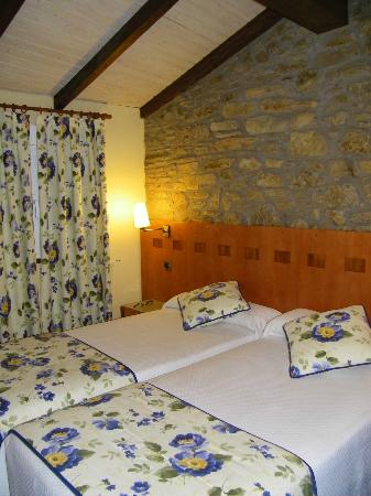 Hotel Entrecercas: Bedroom