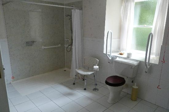 Kirroughtree House Hotel: Disabled facilities in bathroom