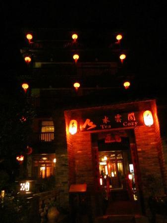 Yangshuo Tea Cozy: illuminating lanterns