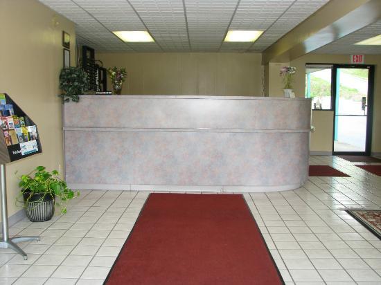 Deluxe Inn: lobby