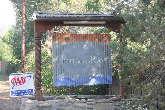 Inn on the Rio: sign near the highway