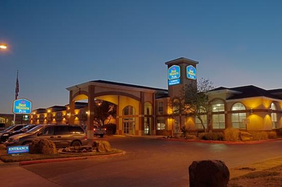 BEST WESTERN PLUS Lubbock Windsor Inn: huh? m I good shooter?