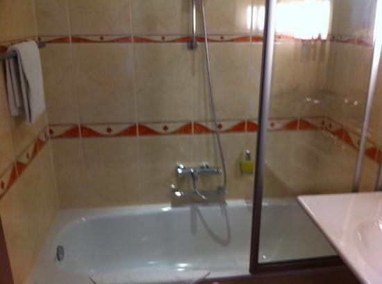 Hotel Glocklhofer: bathtub