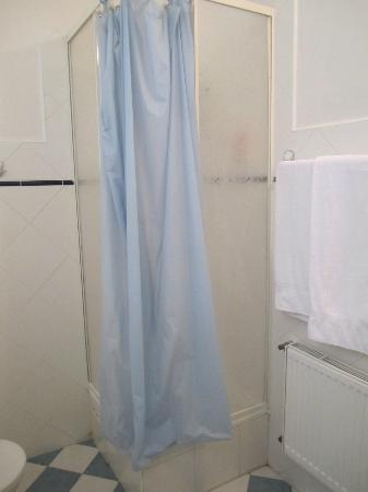 Residence V Tunich 14: Small shower