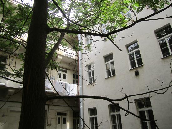 Residence V Tunich 14: View into a court yard