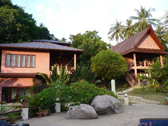The Rocks Villas: untere Familienvilla (links) und Couples Villa (rechts)