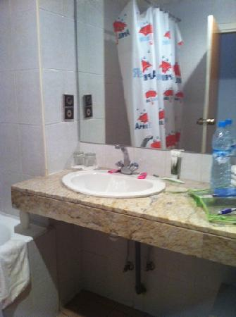 Hotel Amros: Sdb