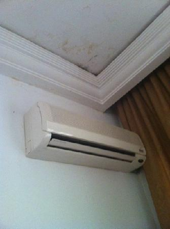 Hotel Amros: clim et plafond