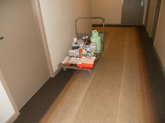 Citadines Sukhumvit 16 Bangkok: trolley left on floor for more than 5 hrs with all thinner/paint bad smell