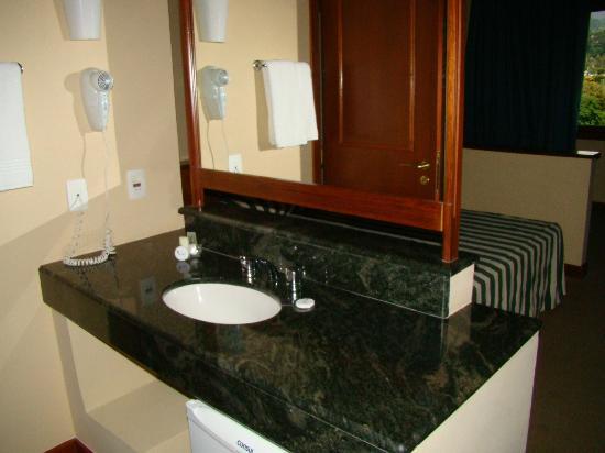 Hotel Vale Real Itaipava: lavatório
