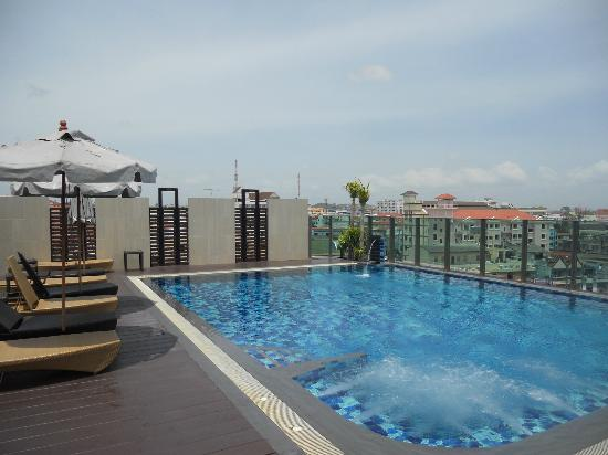 April Suites: amazing roof top pool
