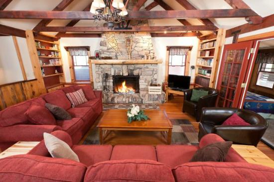 Arrowhead Pine Rose Cabins: Alpine Lodge Living Room