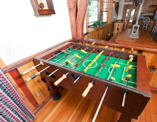 Arrowhead Pine Rose Cabins: Fooseball Alpine Lodge