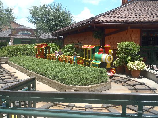 Disney Springs: Train Ride