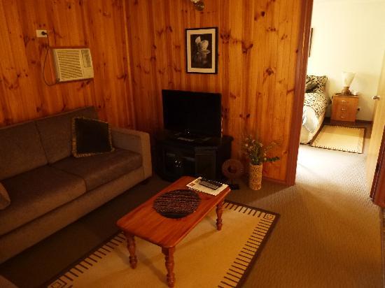 Ficifolia Lodge Kangaroo Island: Living room (honeymoon suite)