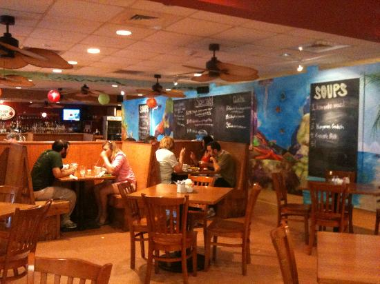 Sweet n Savory Cafe: Indoor dining area