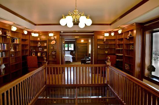 B&B Ranch: Library
