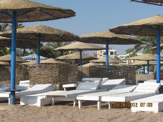 Triton Empire Beach Resort: Beach