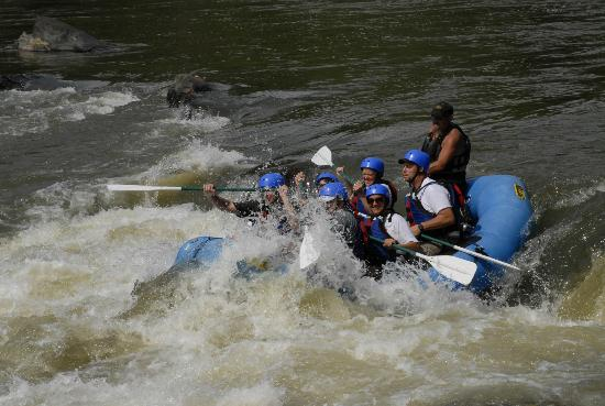Hot Springs Rafting Co.: Big pillow rapid
