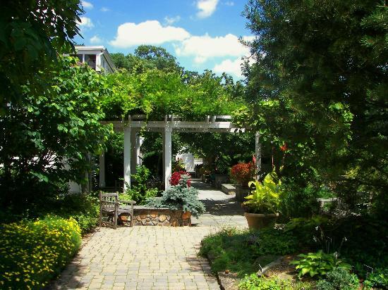 The Frelinghuysen Arboretum: Pergola