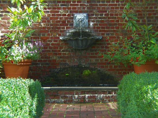 The Frelinghuysen Arboretum: Fountain