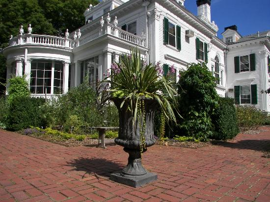 The Frelinghuysen Arboretum: Colonial Rivival Mansion