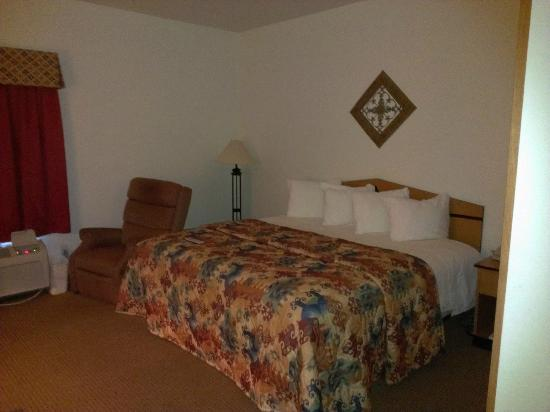 MainStay Suites Casa Grande: King Bed