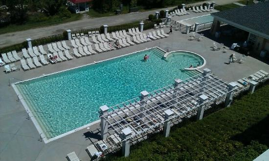 Omni Mount Washington Resort: Pool view from the spa roof.