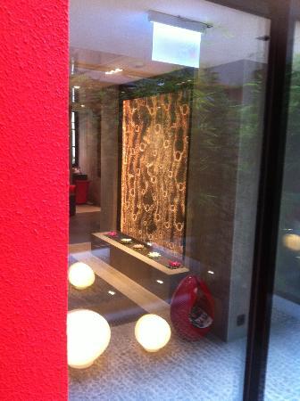 Hôtel du Vieux Saule : Ca c'est un peu doré, le chinois il kiff un max!