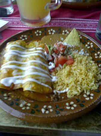 Charrito's : Enchiladas Rancheras