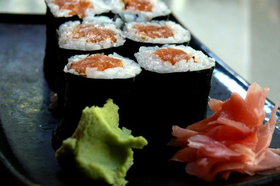 Benja Thai & Sushi: salmon roll