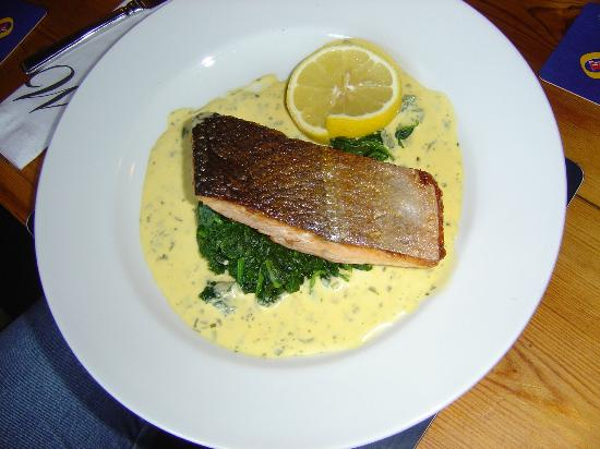 The Wyvill Arms: Pan fried salmon on spinach with Hollandaise sauce