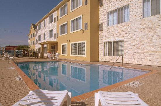 MainStay Suites by Ft. Sam Houston: Outdoor Pool