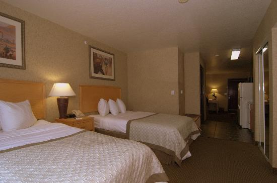 MainStay Suites by Ft. Sam Houston: 2 Queen Bedroom with Sofa Bed