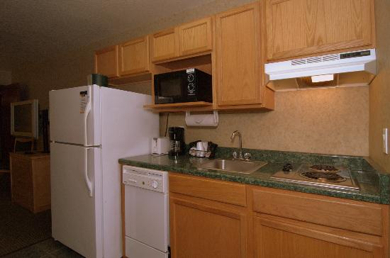 MainStay Suites by Ft. Sam Houston : 2 Queen Bedroom Kitchen Area