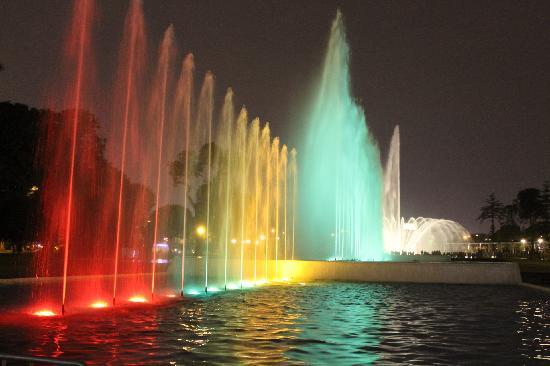 Otra fuente de agua y luces con música agregada - Photo de Circuito ...