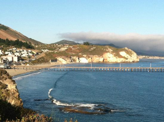 San Luis Bay Inn: View of the Avila pier and beach