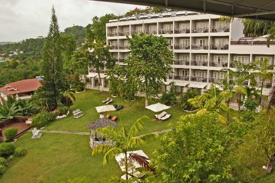 Bel Jou Hotel: Hotel Rooms and Gardens