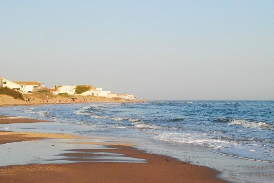 Hotel Mar&Sol: Spiaggia con sabbia dorata e acqua pulita.