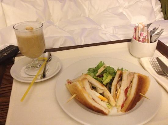 Holiday Inn Kiev: club sandwich and latte room service