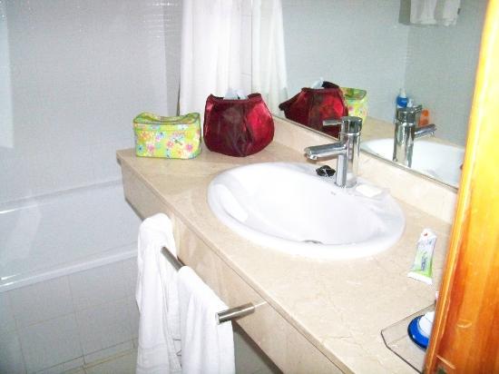 H10 Suites Lanzarote Gardens: baño