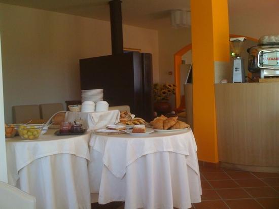 Shanti House: zona camino e colazione