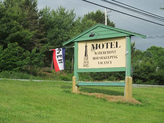 Lighthouse Motel: sign
