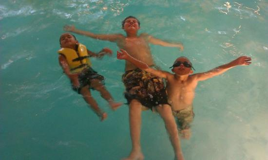 Embassy Suites by Hilton Parsippany: Pool Fun