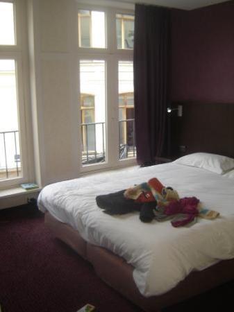 Kanai Hotel: Notre chambre... en bazar